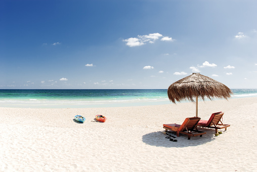 Palapa「Beach with white sand and blue water」:スマホ壁紙(6)