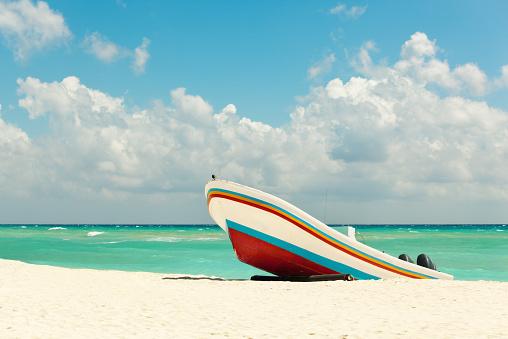 Mayan Riviera「Beach with Fishing Boat on Caribbean Sea, Playa Del Carmen」:スマホ壁紙(18)