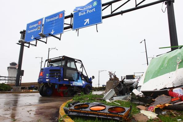 St「Tornado Rips Through St. Louis Airport」:写真・画像(1)[壁紙.com]