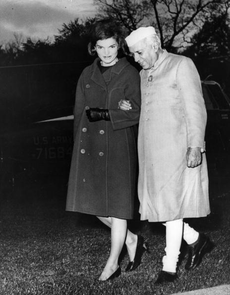 Holding Hands「Nehru And Jackie」:写真・画像(11)[壁紙.com]