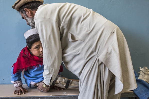 Kabul「Afghan War Amputees And Civilians Treated At ICRC Orthopedic Center」:写真・画像(6)[壁紙.com]