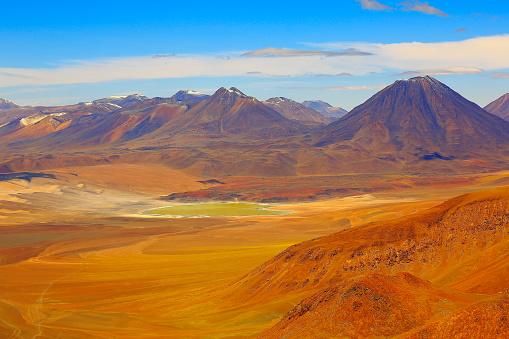 Bolivian Andes「Laguna Lejia from above Lascar Volcano – dramatic Atacama desert altiplano landscape panorama, snowcapped volcanoes, Idyllic Atacama Desert, Volcanic landscape panorama – San Pedro de Atacama, Chile, Bolívia and Argentina border」:スマホ壁紙(7)
