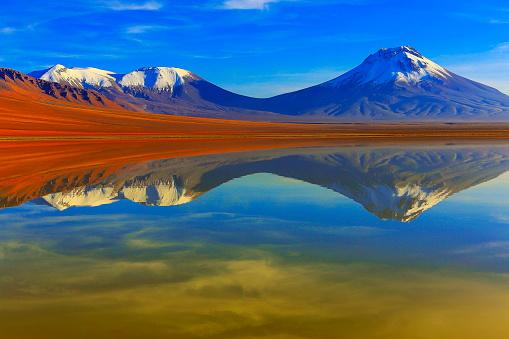 Bolivian Andes「Laguna Lejia – dramatic Lejia lake mirrored reflection at gold colored sunrise dawn, snowcapped Lascar volcano and volcanoes, Idyllic Atacama Desert, Volcanic landscape panorama – San Pedro de Atacama, Chile, Bolívia and Argentina border」:スマホ壁紙(17)