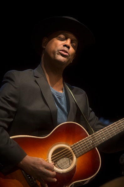 Acoustic Guitar「Eric Bibb, 2017」:写真・画像(11)[壁紙.com]