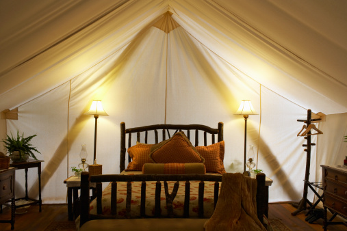 Tent「Tent interior with bed and lamps.」:スマホ壁紙(6)