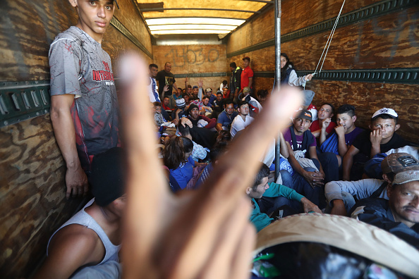 Refugee「New Migrant Caravan Travels From Honduras To U.S. -Mexico Border」:写真・画像(11)[壁紙.com]