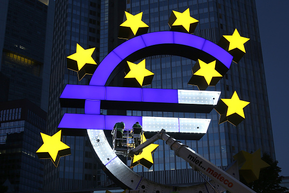 European Union「Euro Sculpture In Frankfurt Undergoes Restoration」:写真・画像(18)[壁紙.com]