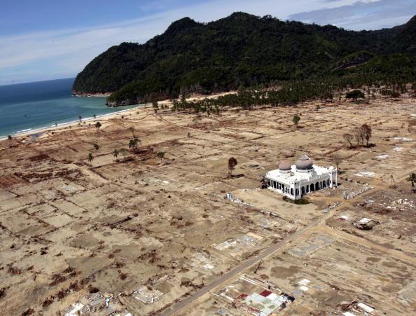 LegacyCollection「Banda Aceh Struggles After Devastating Tsunami」:写真・画像(11)[壁紙.com]
