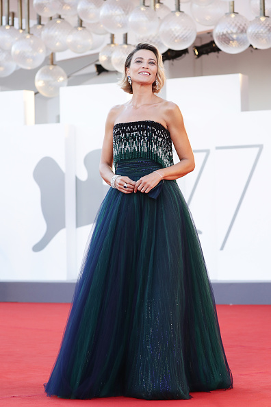 "77th Venice Film Festival「""Lacci"" Red Carpet And Opening Ceremony Red Carpet Arrivals - The 77th Venice Film Festival」:写真・画像(9)[壁紙.com]"