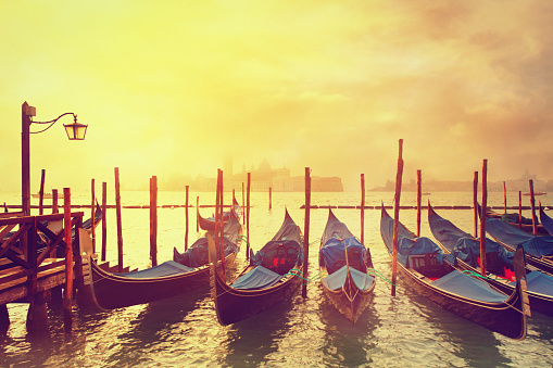 Gondola「ヴェニスのゴンドラで日の出」:スマホ壁紙(7)