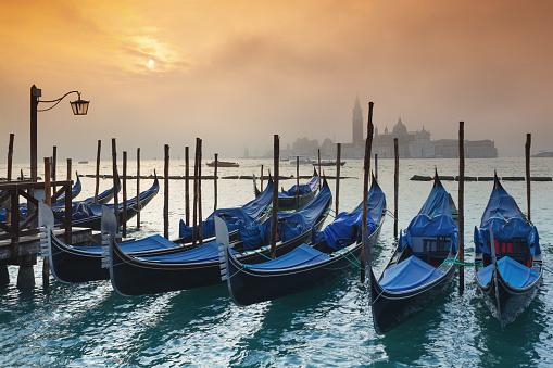 Gondola「ヴェニスのゴンドラで日の出」:スマホ壁紙(0)