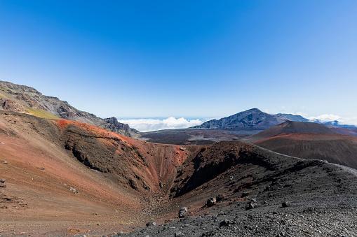 Haleakala National Park「Crater Kalu'uoka'o'o, Sliding Sands Trail, Haleakala volcano, Haleakala National Park, Maui, Hawaii, USA」:スマホ壁紙(2)