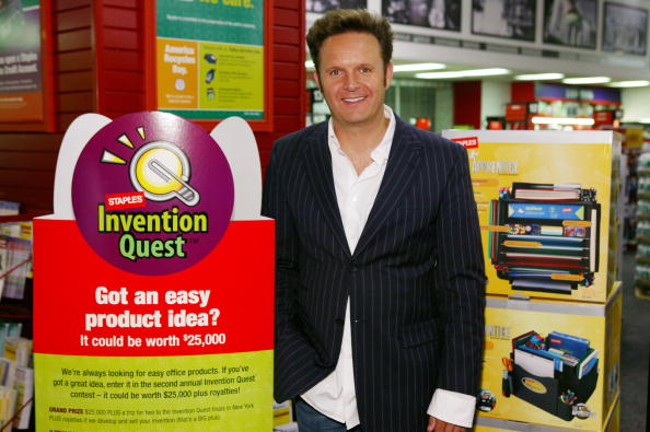 Creativity「NY: Apprentice Creator Mark Burnett Signs Winning Product At Staples」:写真・画像(6)[壁紙.com]