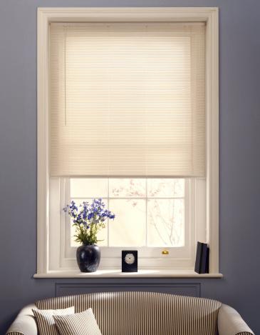Blinds「Window and sofa」:スマホ壁紙(16)