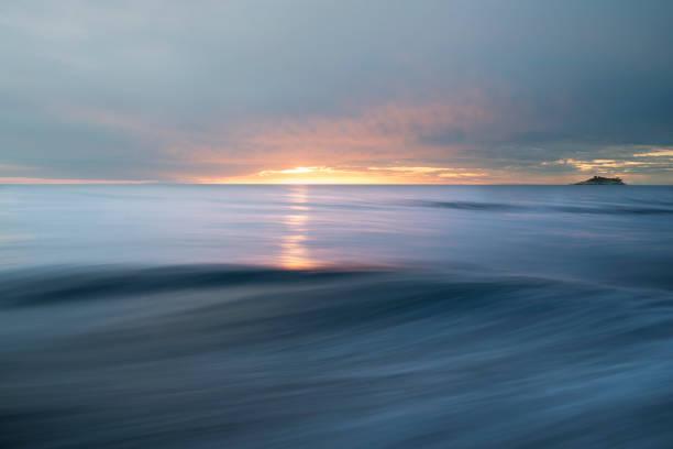 抽象的な海と空の背景:スマホ壁紙(壁紙.com)