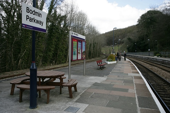 Bench「Platform view of Bodmin Parkway station」:写真・画像(10)[壁紙.com]