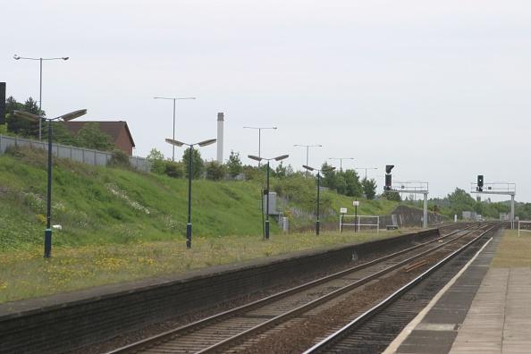 Grass「Platform view at Small Heath station」:写真・画像(3)[壁紙.com]