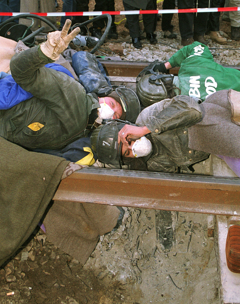 Delayed Sign「Castor Nuclear Waste Train Protests」:写真・画像(8)[壁紙.com]
