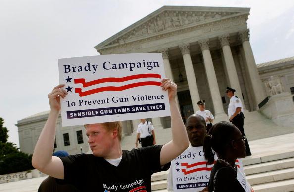 Decisions「Supreme Court Issues Rulling On DC Gun Ban」:写真・画像(3)[壁紙.com]