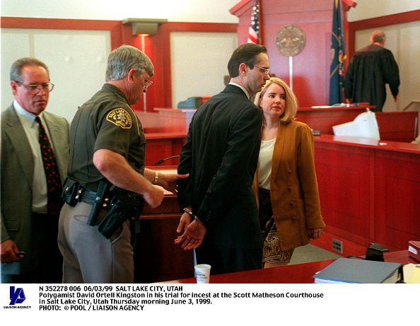 Utah「Third District Court Bailiff Leads Polygamist David Ortell Kingston Away」:写真・画像(11)[壁紙.com]