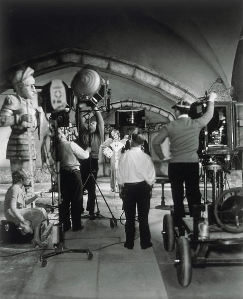 カリフォルニア州ハリウッド「Test shot for 'The Song of Songs' directed by Rouben Mamoulian with Marlene Dietrich. Paramount film studios. Hollywood, California. Photograph. 1933.」:写真・画像(7)[壁紙.com]