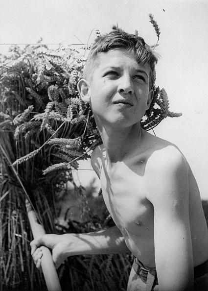 1940-1949「Schoolboy Farmer」:写真・画像(17)[壁紙.com]