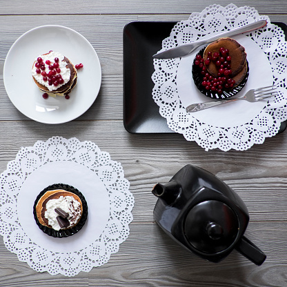 Lace pattern「Teapot and plates of dessert on lace doilies」:スマホ壁紙(12)