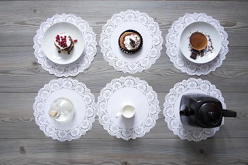 レース模様「Teapot and plates of dessert on lace doilies」:スマホ壁紙(2)