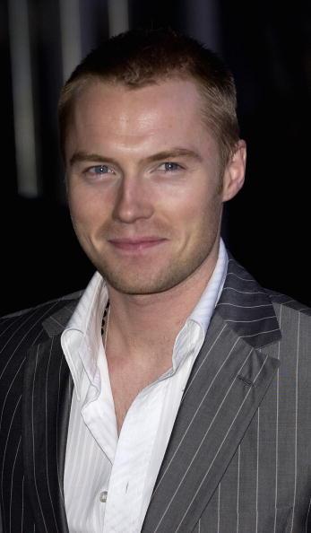Steve Finn「Brit Awards 2004 Arrivals」:写真・画像(9)[壁紙.com]