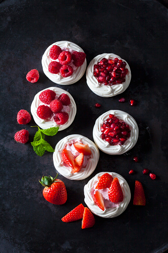 Raspberry「Meringue pastries garnished with whipped cream, berries and pomegranate seed」:スマホ壁紙(7)