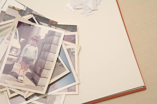 Old photographs in album:スマホ壁紙(壁紙.com)