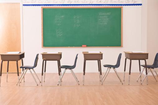 Learning「desks in row in classroom」:スマホ壁紙(13)