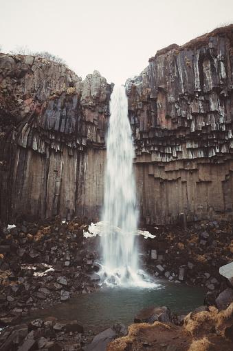 冒険「アイスランドのリモートの場所にある滝」:スマホ壁紙(3)