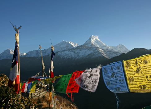 Annapurna Conservation Area「Colorful Tibetan prayer flags and the Annapurna mountains」:スマホ壁紙(13)