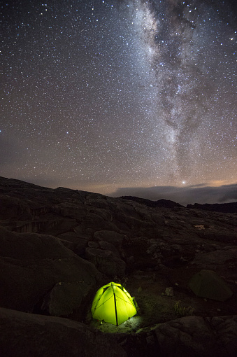 Milky Way「Tent under sky full of stars and milky way at camp in Sierra Nevada del Cocuy, Colombia」:スマホ壁紙(17)