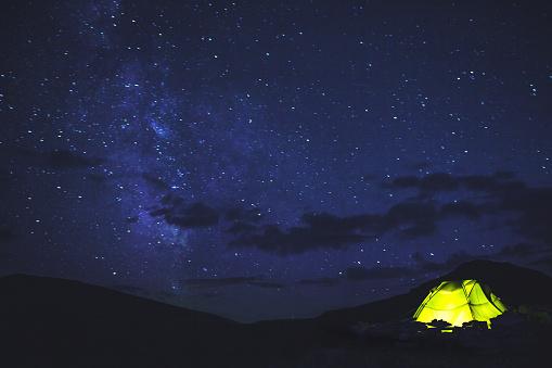 テント「テント、星空をご堪能」:スマホ壁紙(14)