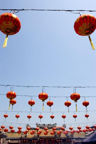 Chinese Lantern「Red Chinese lanterns outside Chinese temple」:スマホ壁紙(16)