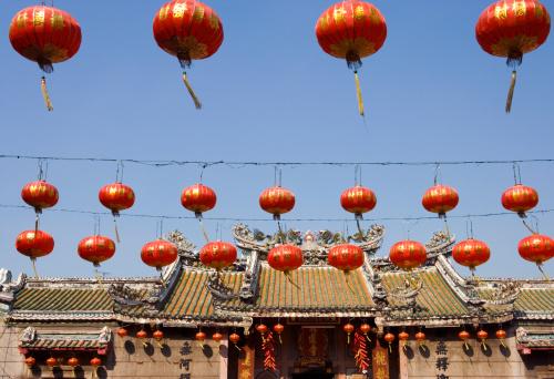 Chinese Lantern「Red Chinese lanterns hanging outside temple」:スマホ壁紙(2)