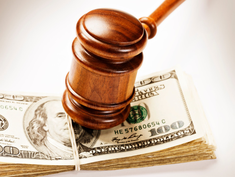 American One Hundred Dollar Bill「Wooden gavel bangs down on bundle of US dollars」:スマホ壁紙(19)