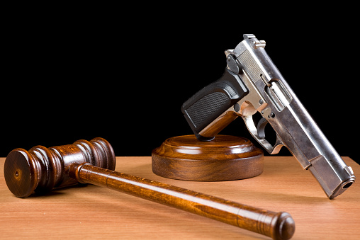 Human Rights「Wooden Gavel And Handgun On Table For Crime Punishment Concept」:スマホ壁紙(7)