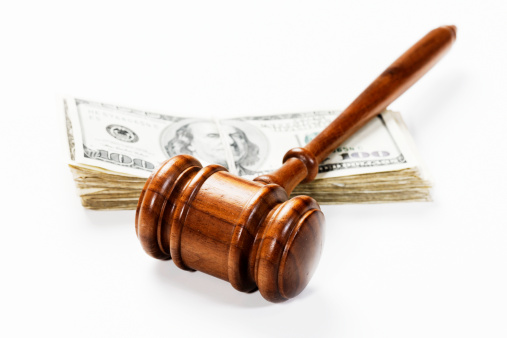 Paying「Wooden gavel and US dollars: bribery, a fine or payment」:スマホ壁紙(13)