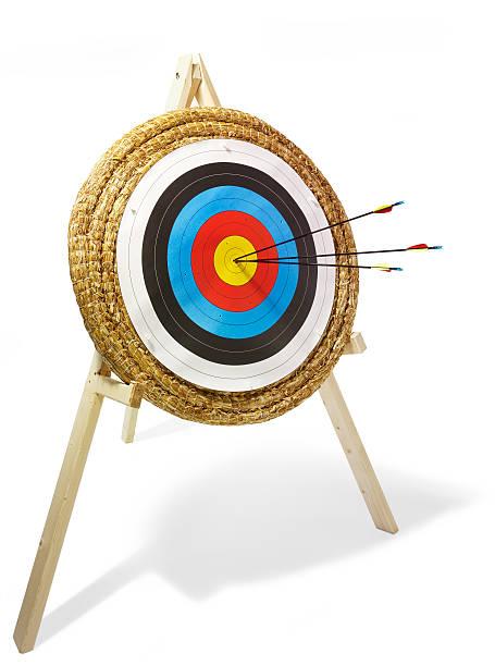 Archery target with arrows:スマホ壁紙(壁紙.com)