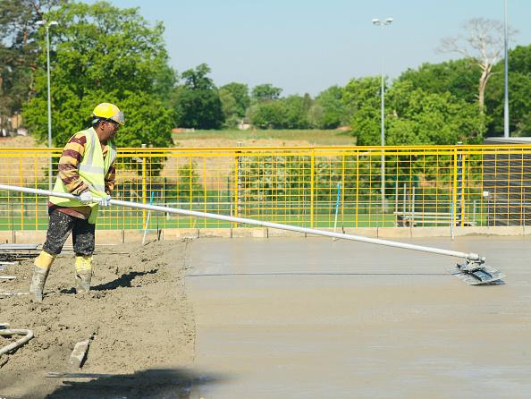Sunny「Man levelling concrete」:写真・画像(8)[壁紙.com]