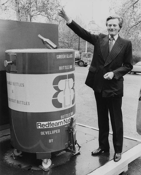 Recycling Bin「Michael Heseltine Recycles」:写真・画像(7)[壁紙.com]
