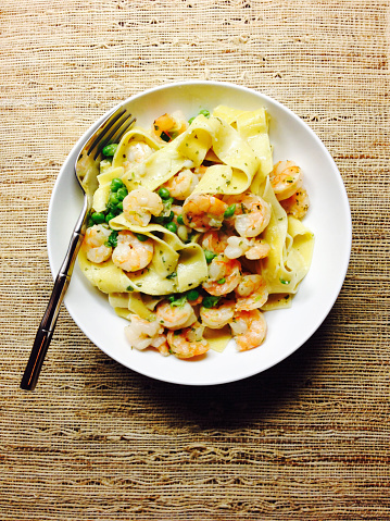 Tarragon「shrimp pappardelle pasta meal in a white bowl with fork, on a rough woven straw place mat」:スマホ壁紙(11)