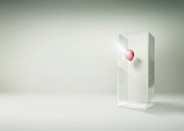 Pink balloon floating in side of a tall glass box:スマホ壁紙(壁紙.com)