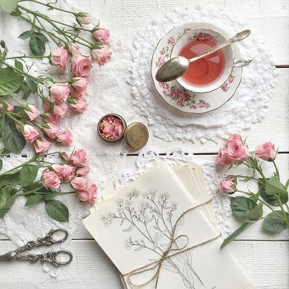 薔薇「Pink roses and cup of tea」:スマホ壁紙(0)