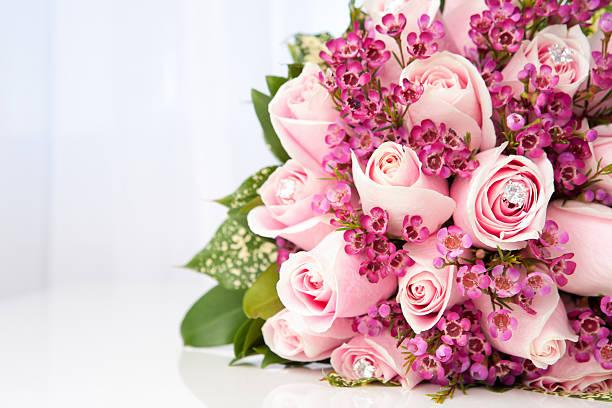 ピンクのバラのブライダルブーケ:スマホ壁紙(壁紙.com)