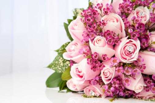 ブーケ「ピンクのバラのブライダルブーケ」:スマホ壁紙(10)