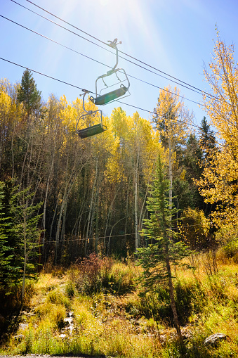 スキーリフト「Golden Fall foliage and a ski chair lift」:スマホ壁紙(1)